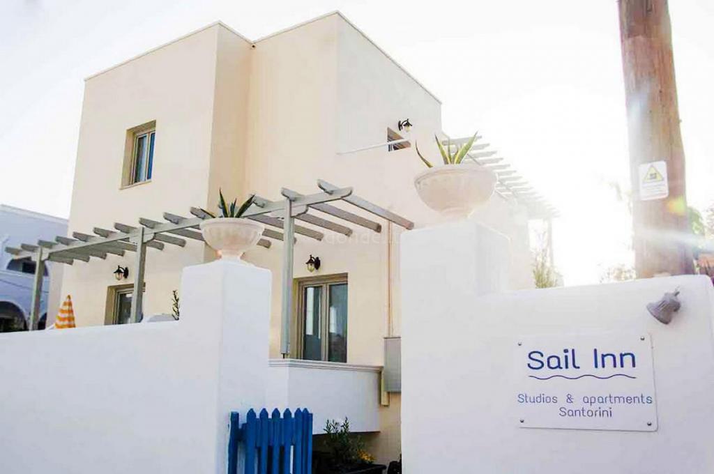 Sail Inn Studios Santorini 1